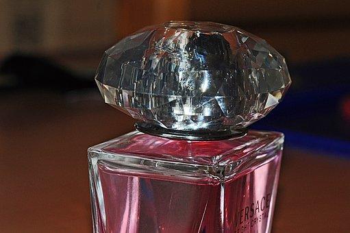 Привличат ли търговците на парфюми клиенти с предложението за по-евтини тестери?